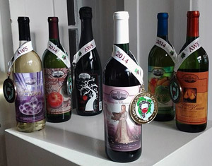 6 Marjim Manor wines with 6 medals